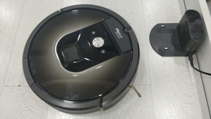 New iRobot Roomba i7+ Robot Learns a Home's Floor Plan and Empties Itself-Roomba 980-Vacuum Cleaner Robot-techinfoBiT-00004
